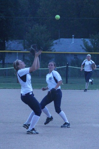 Varsity softball falls in districts