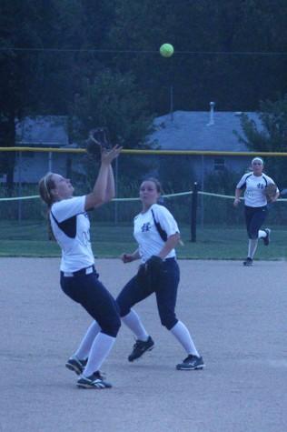 Varsity softball falls in districts